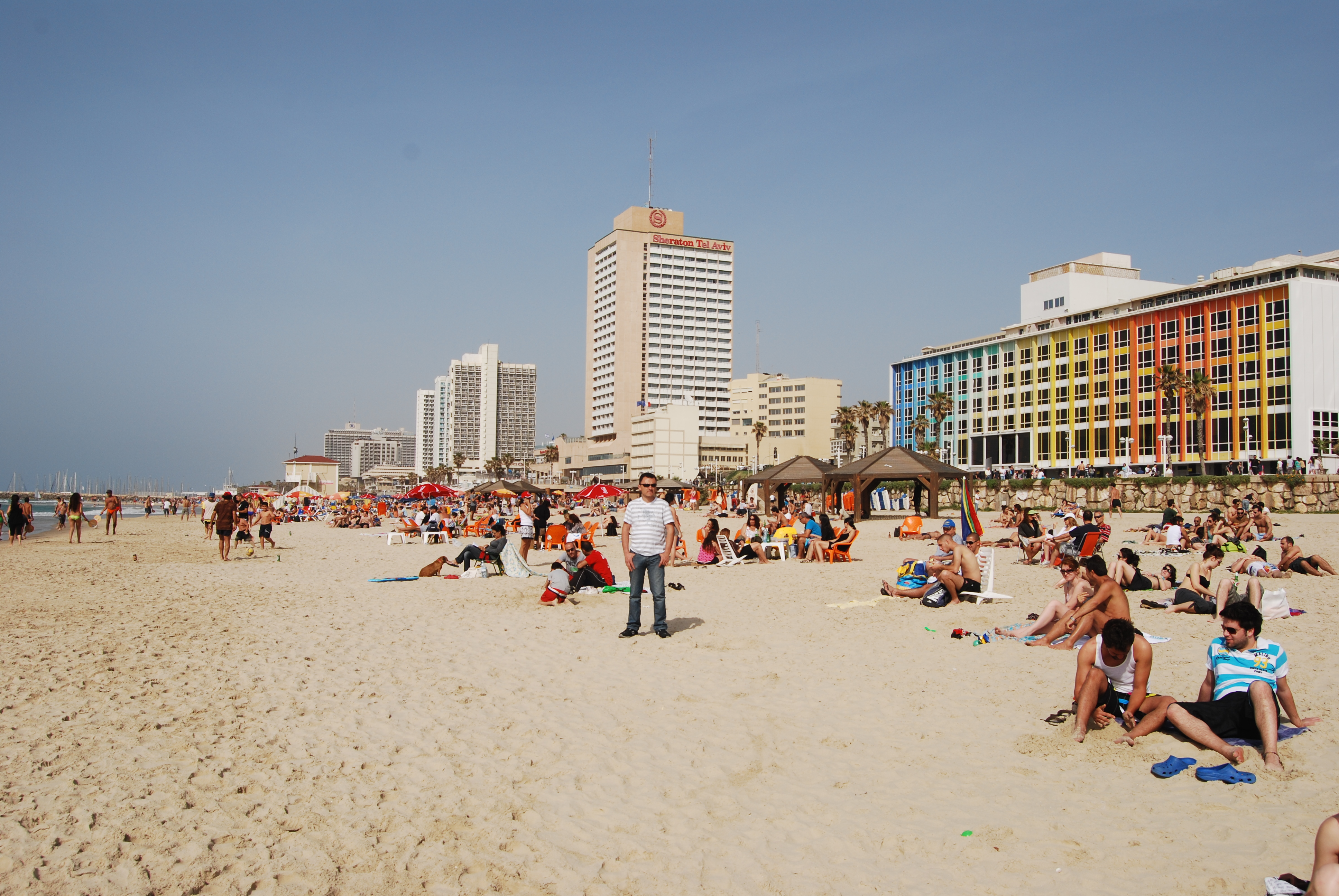 Israelis Dream of a Life in Tel Aviv