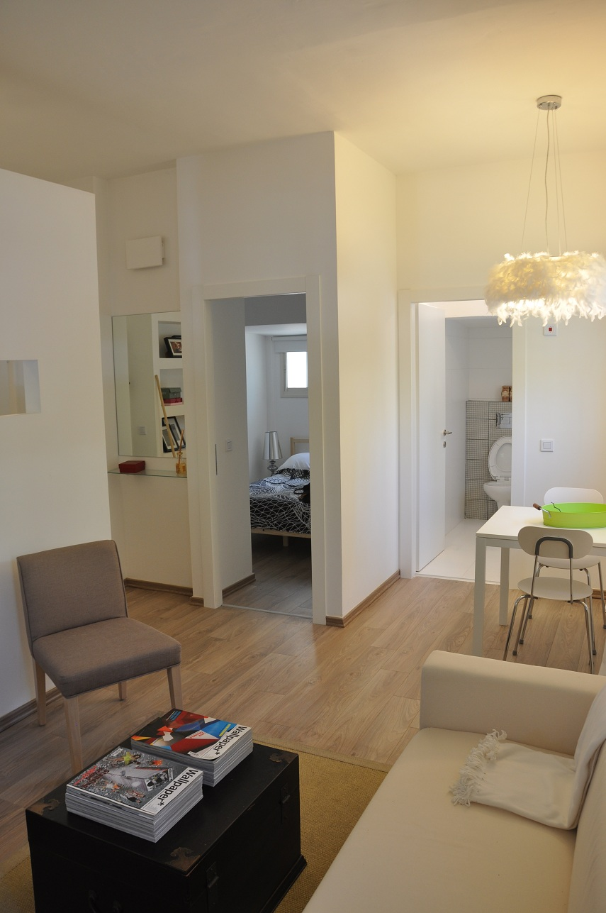 Modern Seaside Apartment in Tel Aviv's Old North for Sale