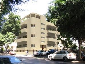 Customizable Bauhaus Penthouse in the City Center of Tel Aviv
