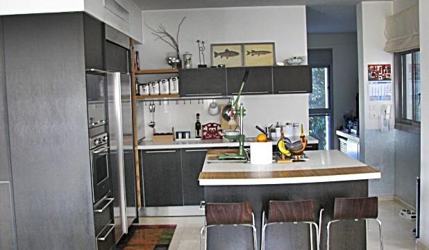 Spacious Apartment in the Beeri-Nehardea Project Near Kikar HaMedina
