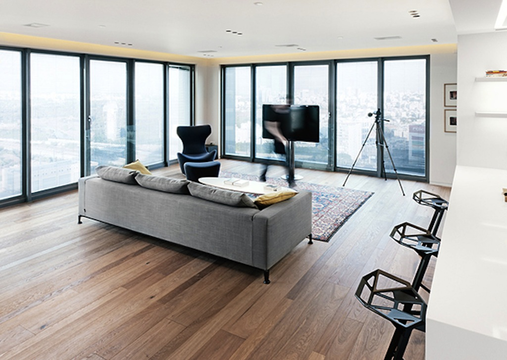 Modern High-Rise Home in North Tel Aviv by GammaArc Group