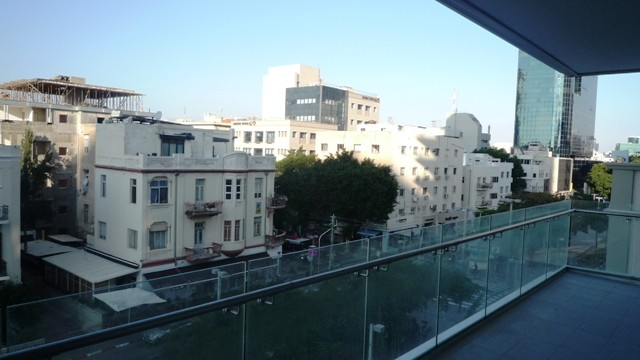 2BR Apartment for Sale in the Rothschild 30 Tower in Lev Tel Aviv