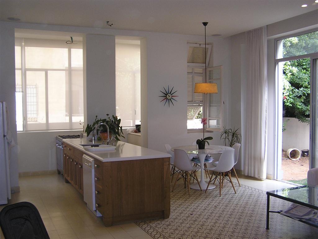2 Bedroom Garden Apartment in Stunning Eclectic Era Building in Lev Tel Aviv