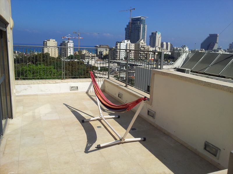 Rooftop Penthouse Near the Beach with Stunning Sea Views