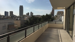 Bauhaus Penthouse in Central Tel Aviv – 5 Minutes to the Sea