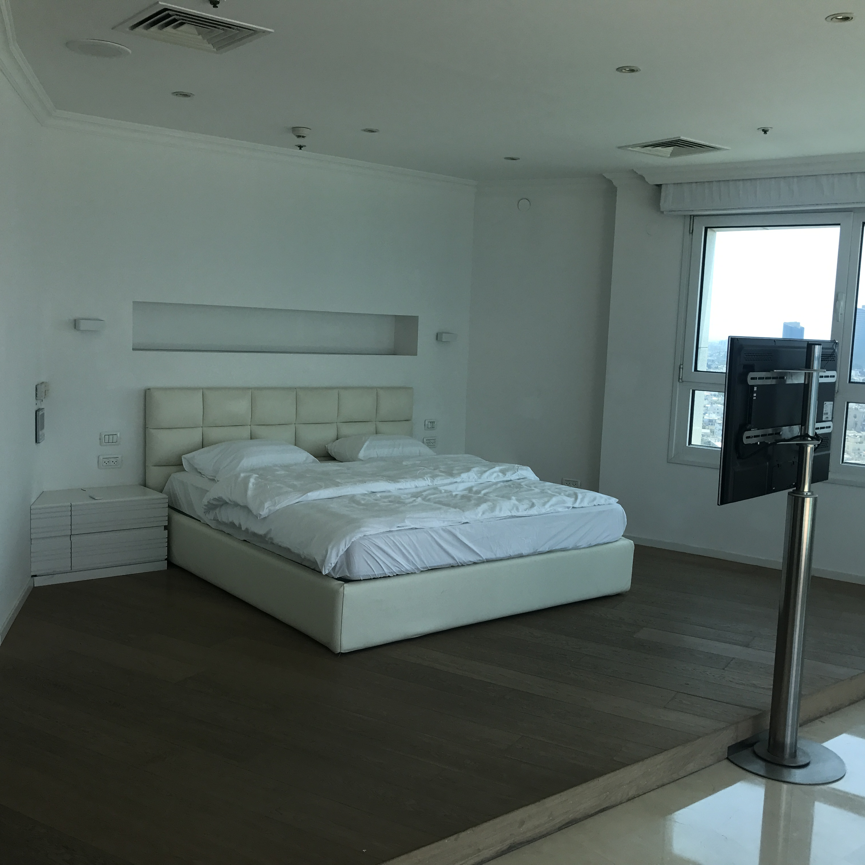 4 Bedrooms Apartments For Rent: Fully Furnished 4 Bedroom Seaside Luxury Apartment In